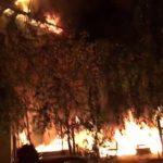 Panică într-un cămin studenţesc, după ce la Hotel Roma, aflat la câţiva metri, a izbucnit un incendiu