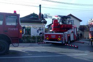 Acoperișul unui restaurant, în flăcări