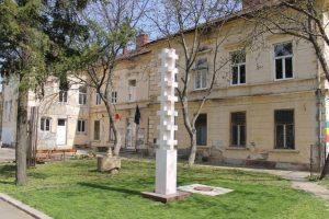 Sunt necesari 30.000 de euro pentru refacerea acoperișului deteriorat al Memorialului Revoluției