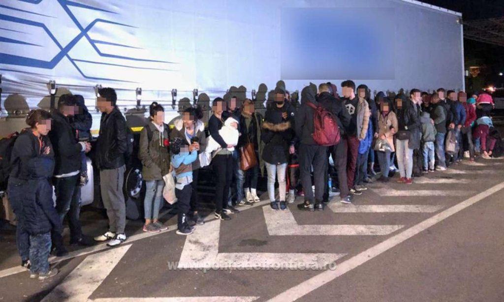 Zeci de migranţi intenţionau să iasă ilegal din România prin Vama Nădlac