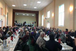Sute de vârstnici din comuna Șandra au petrecut pe muzica lui Vasile Conea