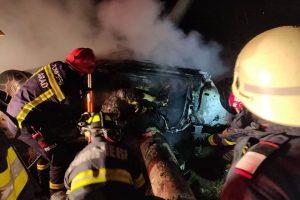 Tragedie în judeţul Arad. Doi bărbaţi au murit după ce maşina s-a răsturnat și a luat foc