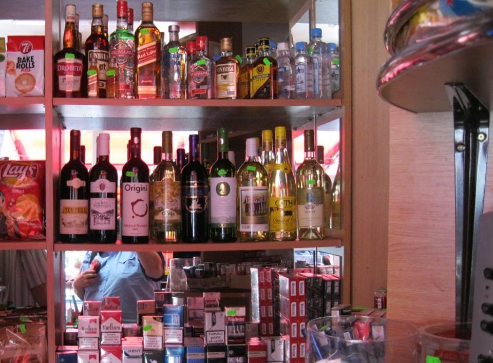 Mic magazin de cartier, amendat pentru că a vândut alcool în timpul meciului ASU Politehnica – Pandurii Tg, Jiu