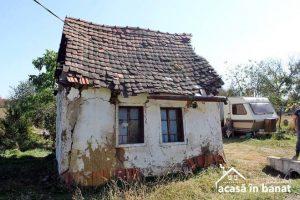 """Asociaţia """"Acasă în Banat"""" repară încă o casă cu ajutorul voluntarilor"""