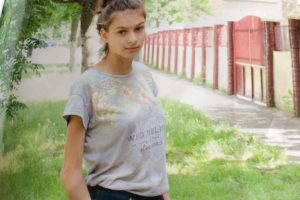 O fată de 14 ani este căutată de Poliţie. A plecat miercuri la şcoală şi nu a mai revenit acasă