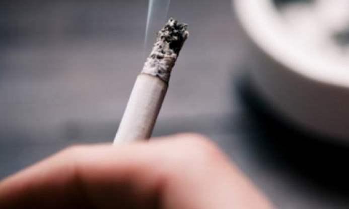 Peste 400 de fumători, amendaţi de Poliţia Locală de la începutul anului