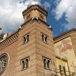 """Mitropolitul Banatului şi liderul Comunităţii Evreieşti deschid expoziţia """"Temple și Sinagogi din România"""""""