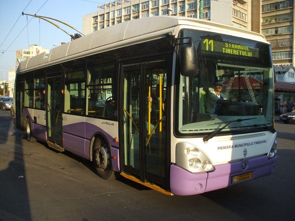 Circulaţia mijloacelor de transport, deviată în zona Bastionului