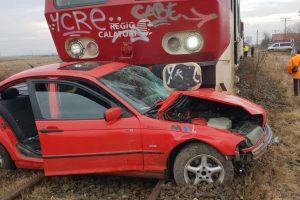 O fată a ajuns la spital în urma unui accident de tren