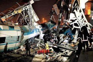 Carnagiu în Turcia după ce un tren de mare viteză s-a ciocnit cu o locomotivă