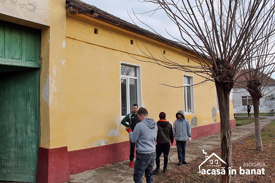 2019 o găsește pe Adina din Grabaţ și cei 8 copii ai săi într-o casă nouă!