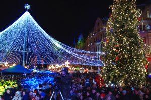 Cupola cu luminițe nu va mai fi montată în Piața Victoriei. Ce a spus primarul despre concerte și Târgul de Crăciun