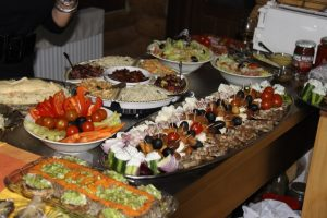Medicii recomandă: nu mâncaţi în exces de sărbători!