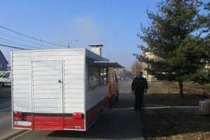Tupeul unui comerciant cu rulotă, sancţionat de polițiștii locali