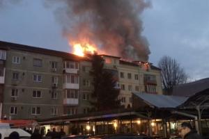 Oameni evacuaţi din calea flăcărilor la Timişoara