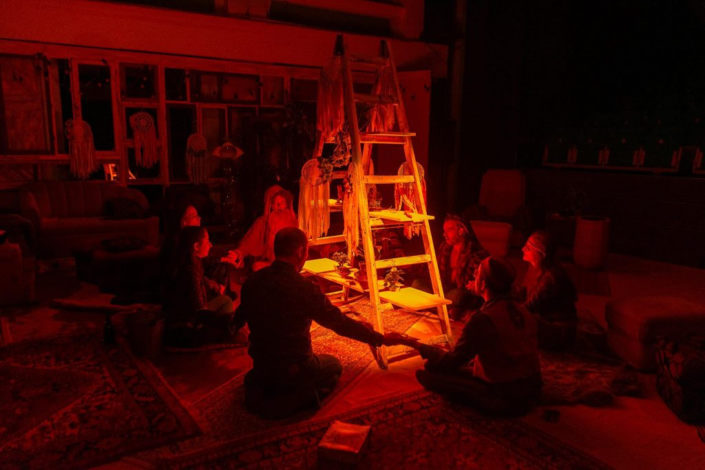 """La comun"", un spectacol ieşit din comun la Teatrul Maghiar"