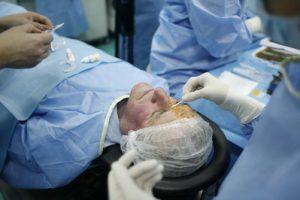 Pacienţii scapă gratuit de ochelari la Clinica de Oftalmologie din Timișoara