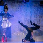 """Problema obsesiei societății pentru aparențe, semnalată tinerilor într-un spectacol al Teatrului """"Merlin"""""""