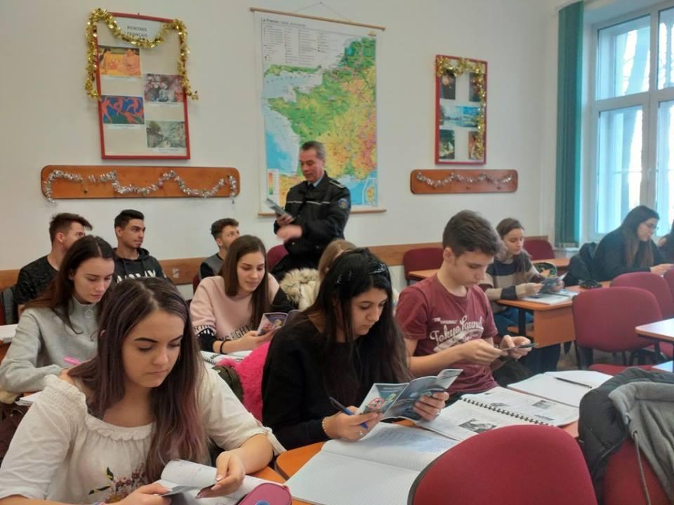 """Elevii timişeni sunt invitaţi de Inspectoratul Școlar să facă """"Pași spre carieră"""""""