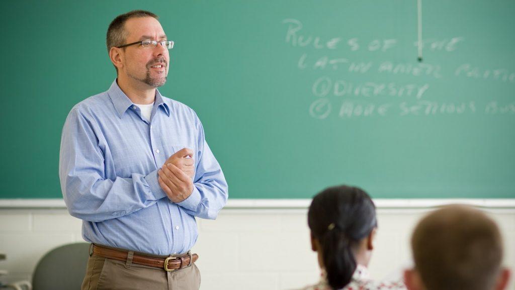 Salarii mai mari și tichete de masă pentru profesori