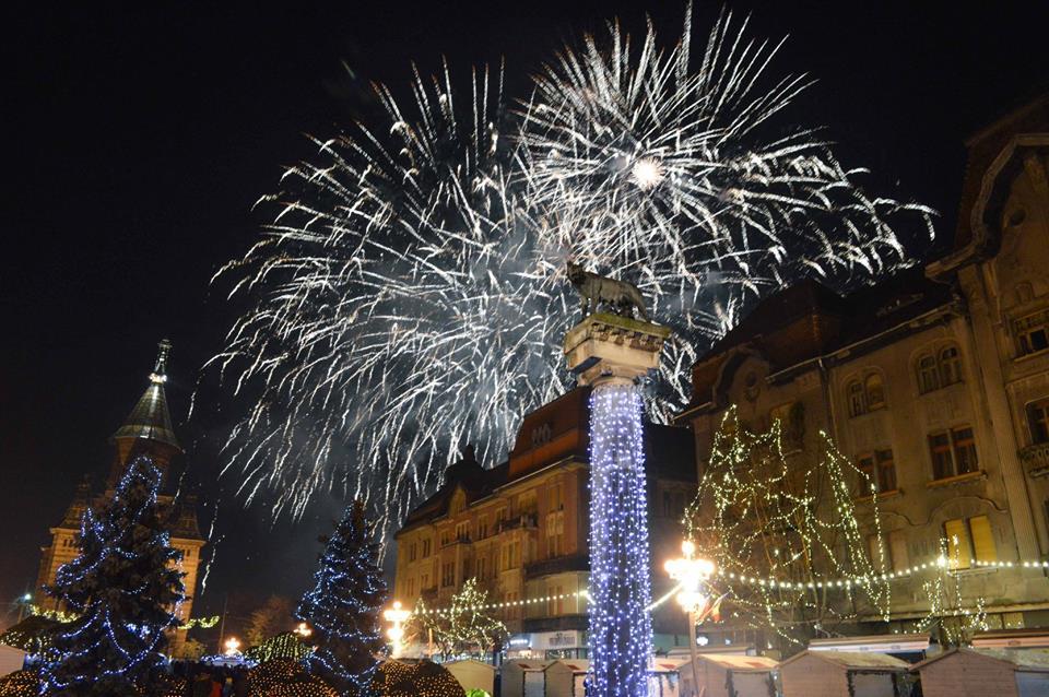 Concerte şi un spectaculos foc de artificii în Piaţa Victoriei