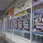 Încă un organizator de evenimente amendat pentru că a lipit ilegal afişe