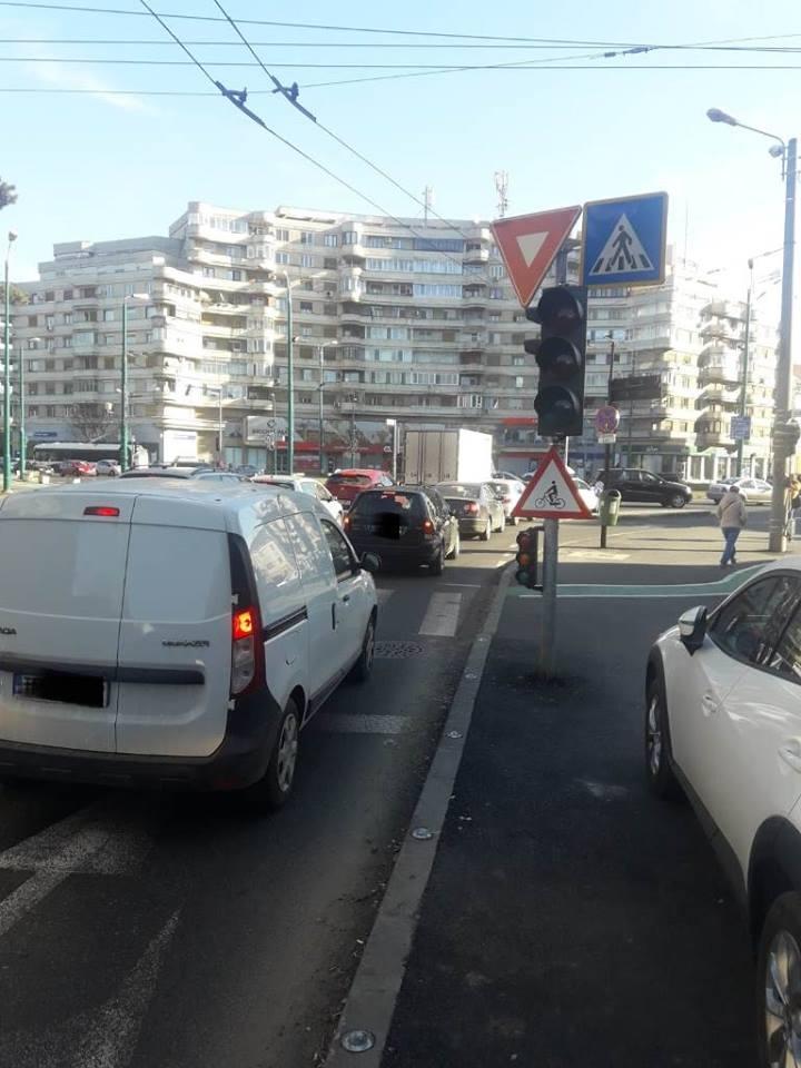 Şoferi, nu mai staționați în sensul giratoriu din Piața Mărăști! Riscaţi să rămâneţi fără maşini