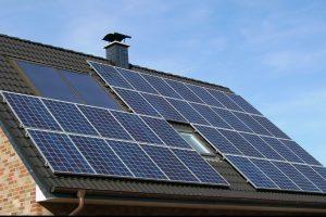 De miercuri, românii pot cere 25.000 lei de la stat pentru a-și lua panouri solare electrice