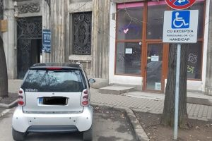 Nu mai parcaţi pe locurile destinate persoanelor cu dizabilități! Se dau amenzi mari