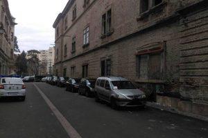 Sute de şoferi amendaţi pentru că au parcat pe străzi pietonale