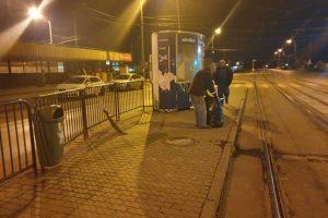 50 de angajaţi ai STPT curăţă mizeria lăsată de călători în staţii
