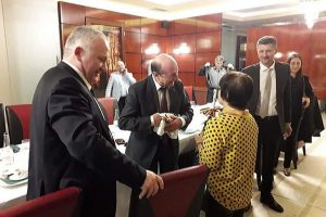 Membrii PMP Timiș, semnături de susținere pentru Băsescu în Parlamentul European
