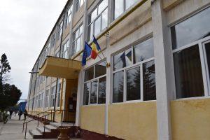 Liceul Teoretic Buziaș va fi reabilitat și dotat cu mobilier nou