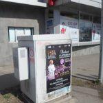 Organizator de evenimente din București, amendat pentru lipirea de afișe în locuri interzise