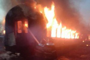 Vagoane de tren din gara Oravița, cuprinse de flăcări