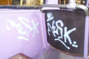Murdărite, vandalizate, acum şi mâzgălite. Ce se întâmplă cu mijloacele de transport ale STPT