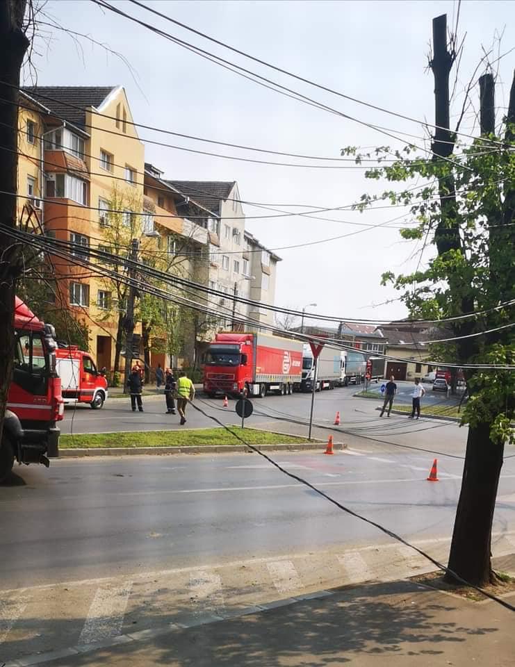 Firmele de cablu şi internet, notificate să dezafecteze cablurile de pe bulevardul Sudului