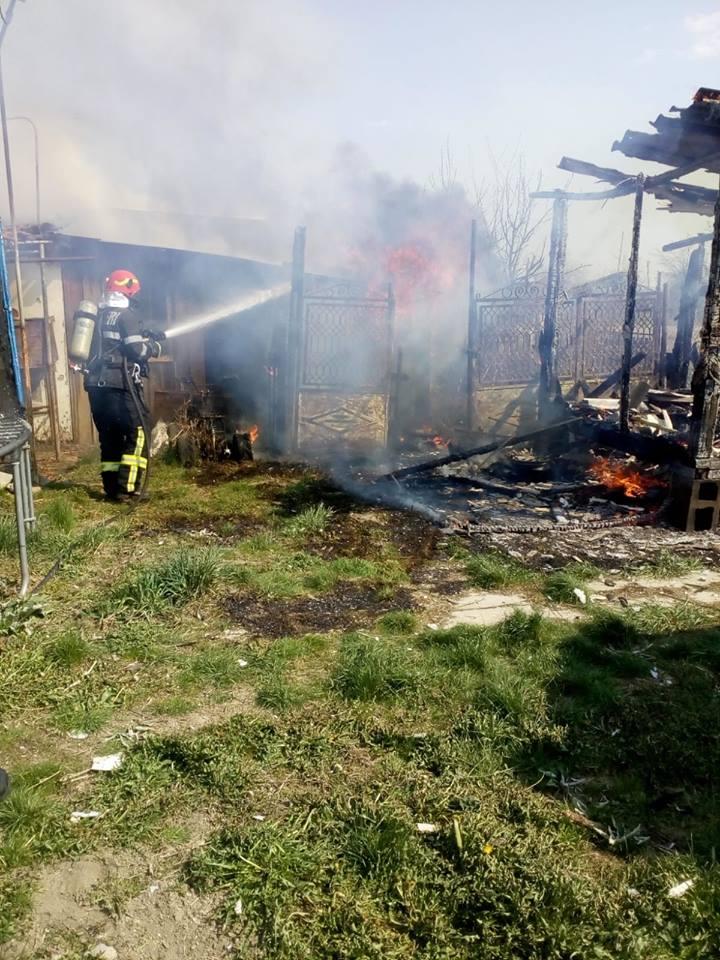 Incendiu în Dumbrăvița, în a doua zi de Paști