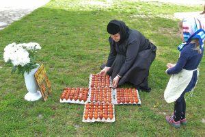 Ca în fiecare an, măicuțele de la Șag au vopsit ouă