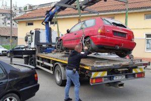 15 maşini parcate neregulamentar și abandonate, ridicate de SDM
