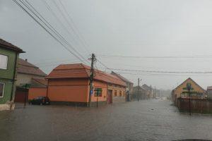 Municipiul Caransebeș inundat de la ploaie