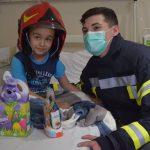 Foto. Eroii de la ISU Timiş au luat lecţii de curaj de la micuţii bolnavi de cancer