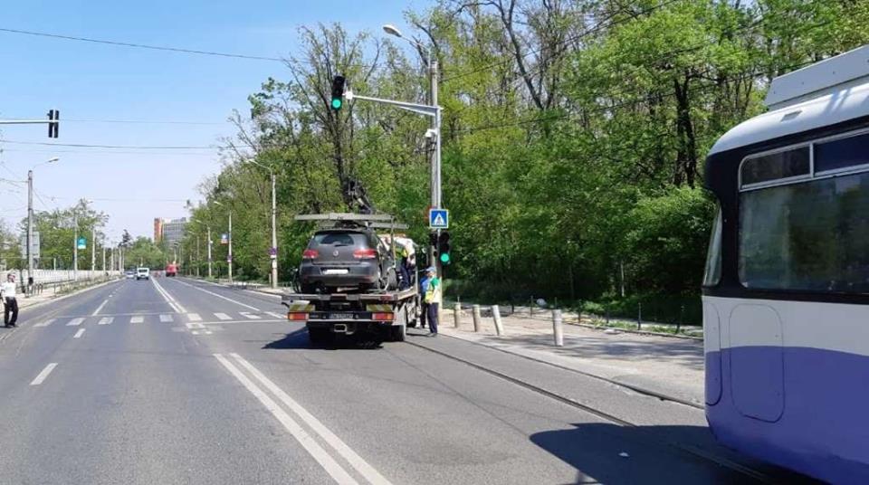Atenție, nu parcați pe liniile de tramvai sau în dreptul căilor de acces către spitale!