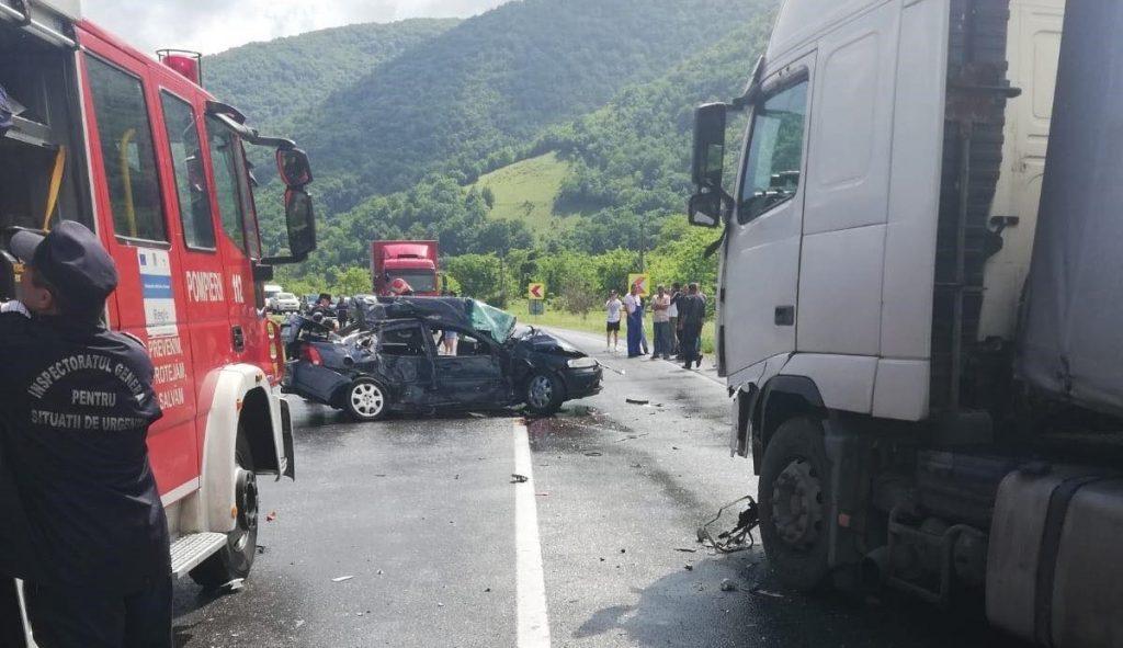 O femeie şi-a pierdut viaţa într-un accident pe DN 6