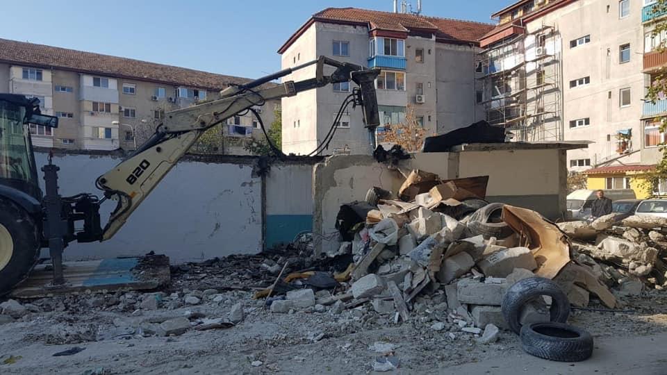 Câteva zeci de locuri de parcare după demolarea garajelor dintre străzile Rebreanu și Sirius