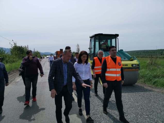Ministrul Transporturilor a verificat stadiul lucrărilor pe DN57, în zona Oraviţa