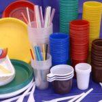 Adio bețișoare de urechi, paie, pahare și tacâmuri din plastic! De când vor fi interzise în România