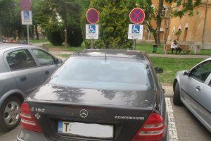 Sute de amenzi pentru şoferii care parchează pe locurile special amenajate pentru persoanele cu dizabilități