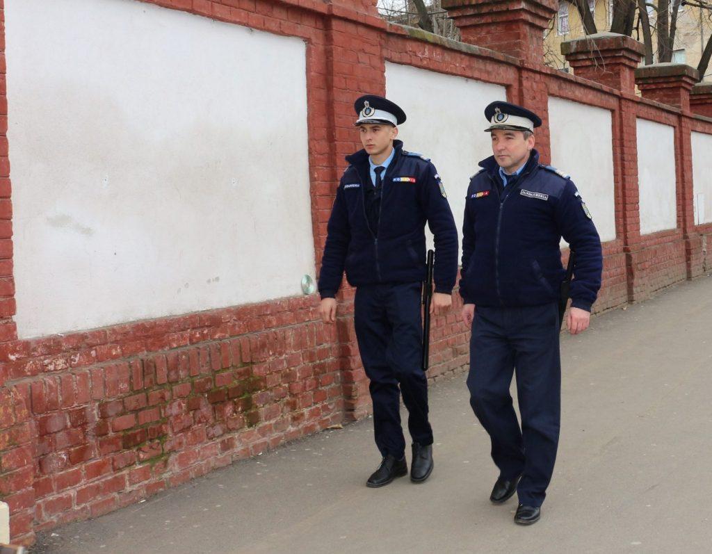 Jandarmii asigură ordinea în timpul desfăşurării examenelor de evaluare