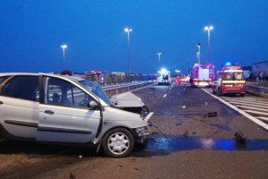 Ce să faci dacă intri din greşeală sau vezi o maşină pe contrasens pe autostradă